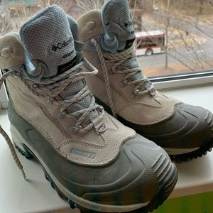 Women's size 10 Columbia hiking boots